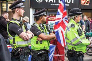 Stort fokus på polisinsatser och övervakning i den brittiska strategin mot extremism,  Foto: ISTOCKFOTO